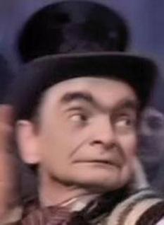 """Horia Căciulescu (n. 13 februarie 1922, Belinț, Timiș – d. 27 decembrie 1989, București) a fost un actor de comedie. A activat la Teatrul de Revistă """"Constantin Tănase"""". A trăit câțiva ani în detenție ca deținut politic la Canalul Dunăre-Marea Neagră din motive necunoscute. A fost ulterior și membru al PCR. A murit împușcat în zilele Revoluției din decembrie 1989, la bordul mașinii sale, în urma unei erori a unor soldați. E înmormîntat în Cimitirul Eroilor din București - foto: ro.wikipedia.org"""