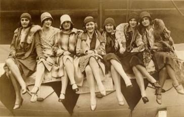 Finalistele concursului Miss Univers 1929 : Prima de la stanga la dreapta-Magda Demetrescu si concurentele din Luxemburg, Olanda, Germania, Franța, Anglia, Austria - foto: cersipamantromanesc.wordpress.com