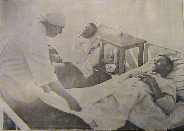 Masacrul de pe Nistru, 23 februarie 1932. Doi refugiaţi români transnistreni răniţi grav la spitalul din Tighina - foto: cersipamantromanesc.wordpress.com