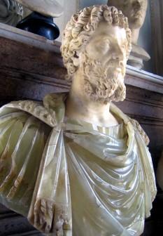 Lucius Septimius Severus, cu numele întreg Lucius Septimius Severus Augustus, (n. 11 aprilie 146, la Leptis Magna, Africa - d. 4 februarie 211, la Eboracum, Britannia) a fost împărat roman din 14 aprilie 193 până în 211. Cu el a început accederea la putere a provincialilor având ascendență neromană și dinastia Severilor, al căror eponim este. Este singurul împărat născut în Provincia Africa - in imagine, Lucius Septimius Severus, bust din alabastru aflat la Muzeul Louvre - foto: ro.wikipedia.org