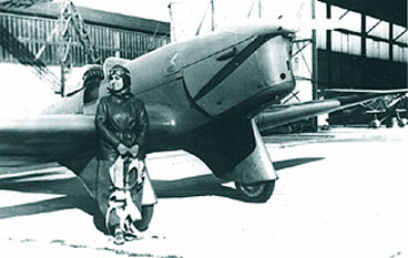 Smaranda Brăescu, (21 mai 1897 Hănțești – 2 februarie 1948, Cluj) a fost prima femeie parașutist cu brevet din România, campioană europeană la parașutism (1931) și campioană mondială (în 1932, cu recordul de 7200 m la Sacramento, SUA) - foto: ro.wikipedia.org