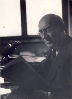 Traian Săvulescu (n. 2 februarie 1889, Râmnicu Sărat - d. 29 martie 1963, București) a fost un biolog și botanist român, fondator al Școlii românești de fitopatologie, primul care a făcut cunoscută în România flora Arabiei și Palestinei, membru și președinte al Academiei Române - foto: ro.wikipedia.org