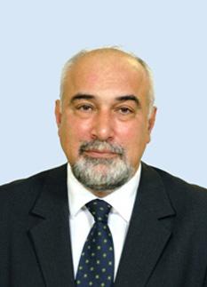 Varujan Vosganian (n. 25 iulie 1958, Craiova) este un economist, om politic și scriitor român de origine armeană. Este președintele Uniunii Armenilor din România de la reînființarea acesteia în 1990 și prim-vicepreședinte al Uniunii Scriitorilor din România din 2005, senator si fost ministru al economiei - foto: ro.wikipedia.org