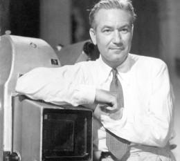 Victor Fleming (n. 23 februarie 1889, Pasadena, California - d. 6 ianuarie 1949, Cottonwood, Arizona) a fost un regizor american de film. Este cel mai notabil pentru regizarea filmelor Vrăjitorul din Oz (1939) și Pe aripile vântului (1939) - pentru ambele câștigând Premiul Oscar pentru cel mai bun regizor. Este singurul regizor care apare de două ori în lista AFI 100 de ani...100 de filme (a 10-a aniversare) (din 2007) - foto: en.wikipedia.org