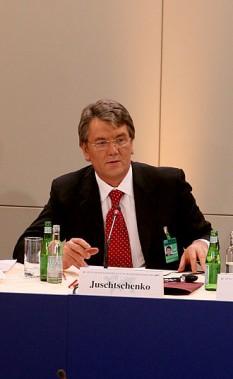 Viktor Andriiovici Iușcenko (n. 23 februarie 1954, Corușivka, regiunea Sumî, Ucraina) este un politician ucrainean. El este conducător al grupului de opoziție Ucraina Noastră și fost președinte al țării -  foto: ro.wikipedia.org