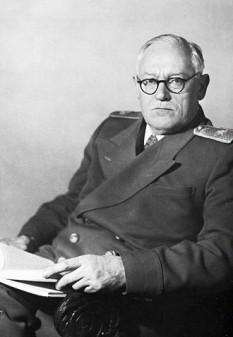 Andrei Ianuarievici Vîșinski (n. 28 noiembrie/10 decembrie 1883 la Odessa, Ucraina, Imperiul Rus; d. 22 noiembrie 1954, la New York (oraș), New York (stat), SUA) a fost un jurist și diplomat rus și sovietic de origine poloneză,, membru al Partidului Comunist din 1920 și membru al Comitetului Central al Partidului Comunist al Uniunii Sovietice din 1939. El a fost cunoscut ca procuror general al URSS în procesele publice de la Moscova din vremea lui Stalin și la Procesele de la Nürnberg. A îndeplinit și funcția de ministru al afacerilor externe al URSS în perioada 1949-1953, succedându-i lui Viaceslav Molotov. Vâșinski a primit Premiul Stalin în 1947 - foto: ro.wikipedia.org