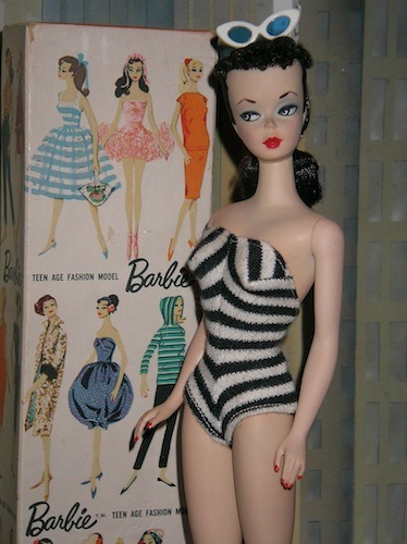 The first Barbie doll was introduced in both blonde and brunette in March 1959 - foto: en.wikipedia.org
