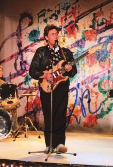Christopher Anton Rea (născut 4 martie, 1951) este un cântăreț și autor de melodii din Middlesbrough, Anglia, cunoscut pentru vocea sa groasă și aspră. Rea a vândut peste 30 de milioane de discuri la nivel mondial - foto: ro.wikipedia.org