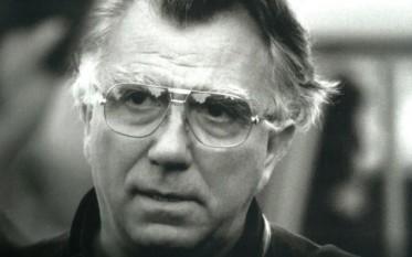 Dan Pița (n. 11 octombrie 1938, Dorohoi, județul Dorohoi) este un regizor și scenarist român. În 1992, la Festivalul de Film de la Veneția, a obținut Leul de Argint cu Hotel de lux. În 2004 a montat la Teatrul Național din București piesa Apus de soare de Barbu Delavrancea. A fost căsătorit cu actrița Carmen Galin - foto: cinemagia.ro