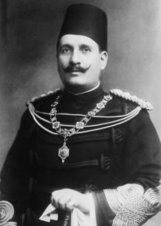 Fuad I al Egiptului Fuad I, Regele egiptului și al Sudanului, suverin ai Nubia, Kordofan, și al Darfur n. 26 martie 1868 - d. 28 aprilie 1936, a fost primul rege al egiptului din era modernă. a devenit Sultanul egiptului în 1917 la succedat pe fratele său Husayn Kamil a devenit rege în 1922 cănd Britania a garantat independența egiptului. Ahmed Fuad s-a născut în Giza un palat în Cairo, era membru dinastiei Muhammad Ali o familie de origină albană care a ajuns pe vremea imperiului Otoman, mama lui era Farial Kadin - foto: ro.wikipedia.org