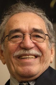 Gabriel García Márquez (n. 6 martie 1927, Aracataca, Columbia - d. 17 aprilie 2014, Ciudad de México, Mexic) a fost un scriitor columbian, laureat al Premiului Nobel pentru Literatură în anul 1982, pentru roman și proză scurtă, în care fantasticul și realul sunt combinate într-o lume liniștită de bogată imaginație, reflectând viața și conflictele unui continent. Este cunoscut de către prieteni drept Gabo. Cel mai cunoscut roman al său este: Cien años de soledad (Un veac de singurătate). Literatura sa se încadrează în paradigma realismului magic - foto: ro.wikipedia.org