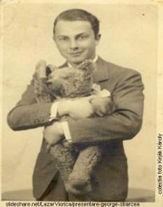 George Sbârcea (alias Claude Romano). (n. 23 martie 1914, Toplita - d. 27 iulie 2005, Bucuresti),  pianist, compozitor, muzicolog, istoric muzical, jurnalist , scriitor, traducător , diplomat - foto: cersipamantromanesc.wordpress.com
