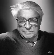 Henri Troyat, născut Lev Aslanovici Tarasov (n. 1 noiembrie 1911, Moscova, Imperiul Rus - d. 2 martie 2007, Paris, Franța) a fost un romancier și istoric francez de origine rusă (descris inexact și ca scriitor rus de expresie franceză), membru al Academiei Franceze, laureat al unor premii majore, membru al mai multor ordine, medaliat. A fost un reprezentant marcant al imigrației intelectuale ruse din Franța, generate de Revoluția din Octombrie (alături de alte nume mari ca Romain Gary sau Ivan Bunin) - foto: babelio.com