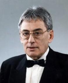 Horia Moculescu (n. 18 martie 1937, Râmnicu-Vâlcea) este un pianist, interpret vocal, compozitor, mediator și creator de programe TV din România - foto: muzicabuna.ro