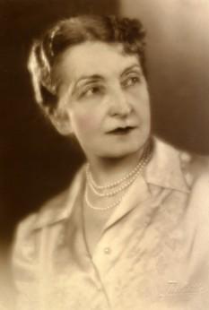 Hortensia Papadat-Bengescu (n. 8 decembrie 1876, comuna Ivești, județul Galați - d. 5 martie 1955, București) a fost o mare prozatoare, romancieră și nuvelistă din epoca interbelică - foto: migl.ro