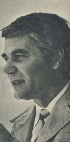 Ion Besoiu (n. 11 martie 1931, Sibiu) este un actor de film, radio, teatru și televiziune român. A absolvit Academia de Teatru și Muzică din Sibiu, a activat ca actor în multiple ocazii și a fost directorul teatrului Lucia Sturza Bulandra din București - foto: ro.wikipedia.org