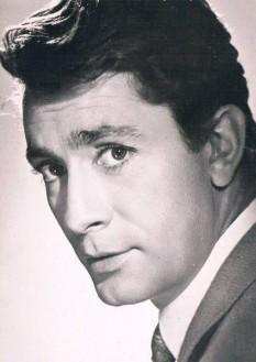 Jean-Claude Pascal (n. 24 octombrie 1927 - d. 5 mai 1992) a fost un cântăreț francez care a câștigat concursul muzical Eurovision 1961 reprezentând Luxemburgul cu piesa Nous les amoureux (Noi, cei care iubim) - foto: pinterest.com