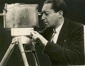 Jean Mihail (numele inițial a fost Jean Mihailovici) (n. 5 iulie 1896, com. Hălăucești, județul Roman — d. 12 martie 1963, București) a fost un regizor de film, scenarist, scriitor român. A absolvit cursurile școlii primare în localitatea natală, studii liceale la Liceul Roman Vodă din Roman, apoi studii universitare la București. Dedicat artei cinematografice a efectuat călătorii de studiu în Germania și Franța. A debutat în 1923, ca regizor secund, cu Țigănușa de la iatac. Este un pionier al artei cinematografice româneștri - foto: ro.wikipedia.org