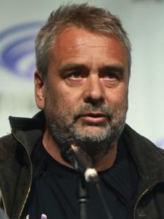Luc Besson (n. 18 martie 1959, Paris) este un regizor, scenarist și producător de film francez. A contribuit la producerea a circa 50 de filme și a regizat filme precum Leon (1994) și Al cincilea element (1997) - foto: ro.wikipedia.org