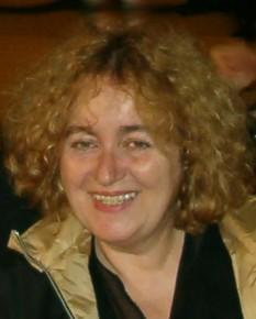"""Lucia Verona (n. 4 martie 1949, Arad) este o prozatoare și autoare contemporană de opere dramatice. Absolventă a Conservatorului de muzică din București în 1972, a debutat în literatură în 1974. A lucrat în presa scrisă, a fost realizator la Televiziunea Română, iar din 2005 scrie despre cărți la revista """"Săptămâna Financiară"""" - foto: luciaverona.ro"""