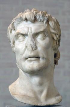"""Lucius Cornelius Sulla Felix (138 î.Hr.-78 î.Hr.) a fost un general și om politic roman, care ca dictator prin încearcările lui de a constitui o formă nouă de stat, contribuie de fapt la destrămarea statului, Iin imagine, """"Pseudo Sulla"""", bust aflat la muzeul Gliptoteca de la München - foto: ro.wikipedia.org"""