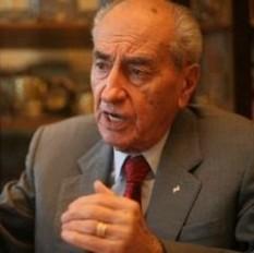 Mircea Ionescu-Quintus (n. 18 martie 1917, Cherson) este un politician român, fost președinte al Partidului Național Liberal între 1993-2001, senator în legislaturile 1996-2000 și 2004-2008, ales în județul Prahova pe listele partidului PNL. A deținut de asemenea funcția de ministru al justiției în guvernul Stolojan, primul guvern pluripartit de după 1989 - foto: cersipamantromanesc.wordpress.com