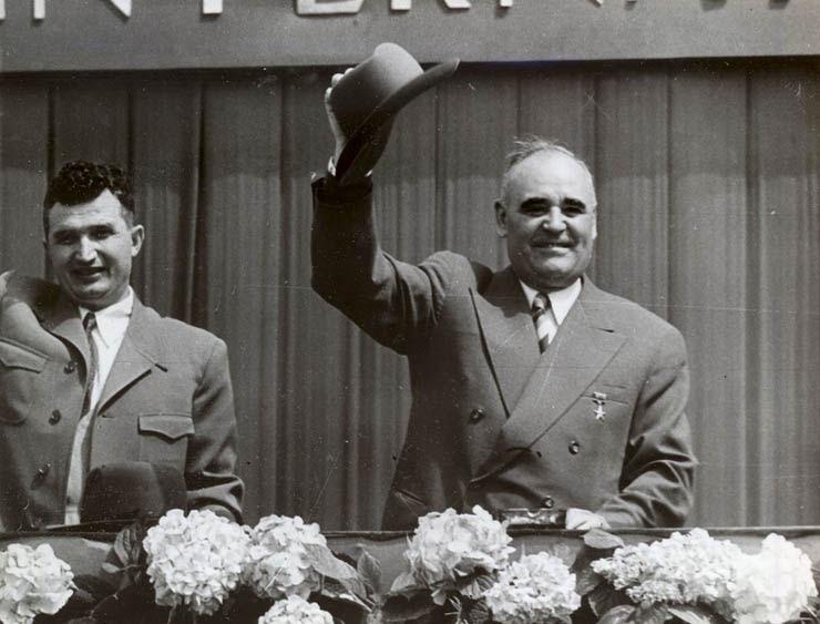 """1 MAI 1960, NICOLAE CEAUSESCU SI GH. GHEORGHIU-DEJ,""""FOTOTECA ONLINE A COMUNISMULUI ROMÂNESC"""",COTA: 50/1960"""