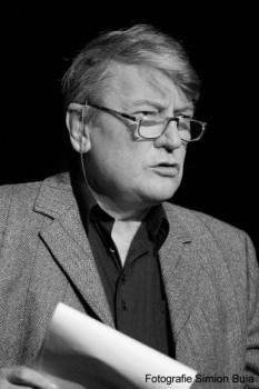 Ovidiu Iuliu Moldovan (n. 1 ianuarie 1942 , sat Vișinelu, comuna Sărmașu, județul Cluj (interbelic), astăzi în județul Mureș - d. 12 martie 2008, București) a fost un actor român, cu o bogată activitate în teatru, film, teatru radiofonic și televiziune - foto: cinemagia.ro