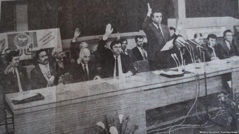 """Adunare împotriva referendumului unional. """"Moldova Suverana"""", 16.03.1991 - foto preluat de pe europalibera.org"""