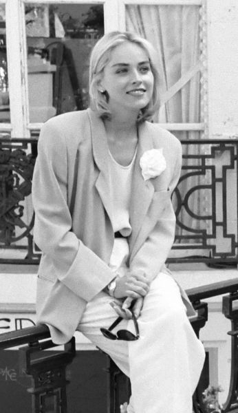 Sharon Stone (n. 10 martie 1958 în Meadville, Pennsylvania) este o actriță și producătoare americană de film - in imagine, Sharon Stone  in France, 1991 - foto: en.wikipedia.org