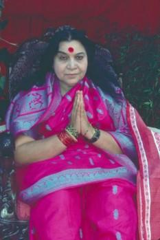 Nirmala Salve Shrivastava (n. 21 martie 1923 - d. 23 februarie 2011), fondatoarea Sahaja Yoga este cunoscută peste tot în lume sub numele de Shri Mataji Nirmala Devi. S-a născut în statul indian Maharashtra (orașul Chindwara), într-o familie creștină - foto: cersipamantromanesc.wordpress.com