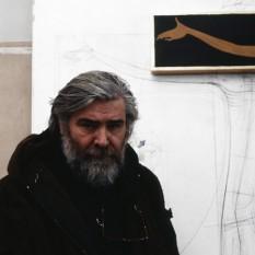 Sorin Dumitrescu (n. 18 martie 1946, București) este un pictor și grafician român, discipol al Părintelui Constantin Galeriu, profesor universitar la Universitatea Națională de Arte București, membru corespondent al Academiei Române din 2006 - foto: clisoteca.mnac.ro