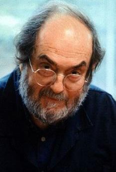 Stanley Kubrick (n. 26 iulie 1928—d. 7 martie 1999) a fost un regizor, scenarist și producător de film american, câștigător al Premiului Oscar, care în ultimii 40 de ani ai carierei sale a locuit în Anglia. Kubrick a fost renumit prin grija cu care își alegea subiectele, metoda lentă de a lucra, varietatea de genuri pe care le-a abordat și perfecționismul său. Este de asemenea recunoscut ca unul dintre cei mai inovativi și influenți regizori de film din istoria cinematografică. A regizat o serie de filme foarte apreciate, adesea controversate, filme care au fost percepute ca o reflexie a naturii sale obsesive și perfecționiste. Filmele sale sunt caracterizate de prezența elementelor de suprarealism, expresionism, dar și a unui pesimism ironic, fiind totodată și unele dintre cele mai originale, provocative și vizionare făcute vreodată. Șapte dintre cele șaisprezece filme ale sale realizate ca regizor sunt prezente în lista IMDb Top 250 - foto: cersipamantromanesc.wordpress.com