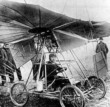 """Traian Vuia in avionul """"Vuia I"""" pe data 18 martie 1906 - foto preluat de pe ro.wikipedia.org"""