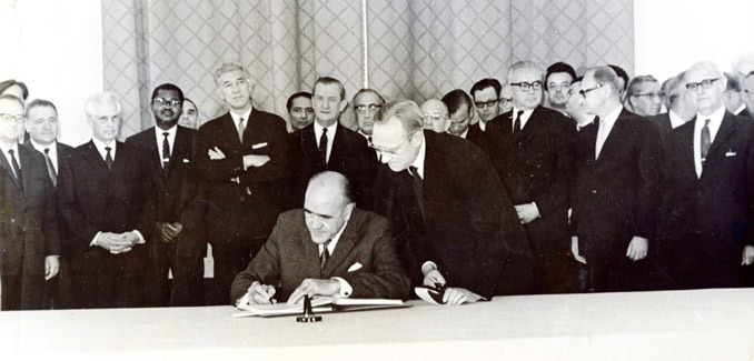 Minister for External Affairs Frank Aiken was the first signatory of the Non-Proliferation Treaty in 1968 - foto: dfa.ie