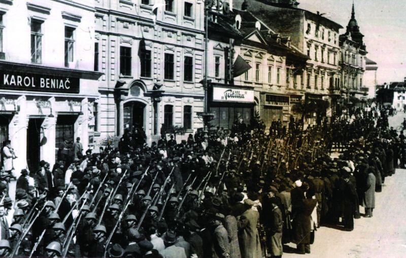 Defilarea trupelor române in al II-lea Razboi Mondial - foto: cersipamantromanesc.wordpress.com