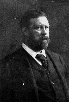 """Abraham """"Bram"""" Stoker (n. 8 noiembrie 1847, Clontarf, un cartier lângă Dublin — d. 20 aprilie 1912, Londra) a fost un scriitor irlandez, cunoscut în primul rând prin romanul Dracula - in imagine, Fotografie a lui Bram Stoker cca. 1906 - foto: ro.wikipedia.org"""