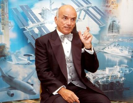 Dennis Tito (născut: 8 august, 1940, Queens, New York) este un multimilionar american, care și-a câștigat și statutul de celebritate prin faptul că a devenit primul turist spațial. Tito a obținut un Bachelor of science în astronautică și aeronautică la New York University în 1962 (titlul este echivalent Bacalaureatului din statele europene; adică primul grad academic (cel mai de jos), iar mai târziu a obținut și un Master of science, (specialitatea inginerie) la Rensselaer Polytechnic Institute, Troy, New York. La 18 mai 2002 a obținut un titlu de Doctor honorific de la același Institut (Rensselaer Polytechnic Institute), care îi recunoscuse cu ani în urmă și Masteratul. Se numără printre foștii cercetători ai proiectului Jet Propulsion Laboratory de la NASA. În 1972 a fondat Wilshire Associates, o societate de asistență și consultanță financiară în Santa Monica, California. Pe 28 aprilie 2001 Tito s-a alăturat echipajului navetei Sojuz TM-32 și, timp de 7 zile, 22 de ore și 4 minute a rămas cu ei pe orbită. Pentru această călătorie a sa, Tito, a achitat suma de 20 de milioane de dolari americani - foto: ro.wikipedia.org