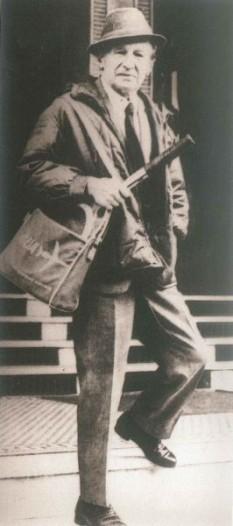Dumitru Ion Suchianu (n. 2 septembrie 1895 - d. 17 aprilie 1985) a fost un sociolog, eseist, jurist, istoric, critic literar și critic de film român - foto: altmarius.ning.com