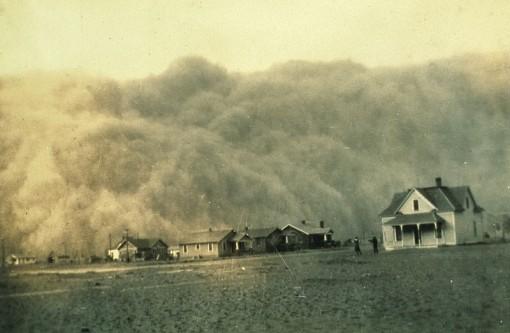 14 aprilie 1935: Are loc Duminica Neagră în cadrul Dust Bowl din SUA, numită astfel din cauza norilor de praf întunecați care au acoperit lumina soarelui, cea mai puternică furtună de praf din istorie - foto: ro.wikipedia.org