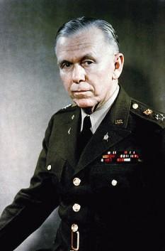 George Catlett Marshall, cunoscut, mai ales, ca George Marshall (n. 31 decembrie 1880 - d. 1959) a fost un general, diplomat și politician american, distins cu Premiul Nobel pentru Pace. S-a născut în familia unui prosper om de afaceri din Pennsylvania. De mic a arătat înclinații spre o carieră militară. Astfel, el urmează cursurile Institutului Militar din Virginia, pe care le absolvă în 1901. Ca tânăr ofițer participă la Primul Război Mondial, unde se remarcă prin calitățile sale. După război îndeplinește diverse misiuni în China și în SUA - in imagine, George Catlett Marshall, fotografie oficială din 1946 - foto: ro.wikipedia.org