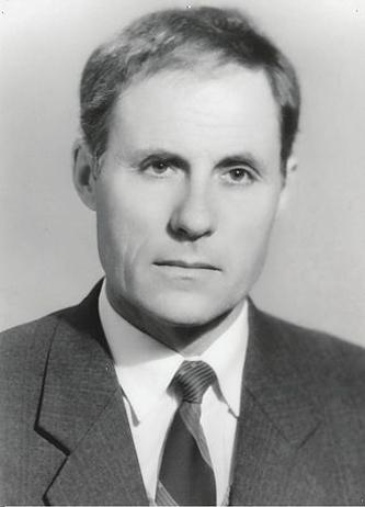 Gheorghe Ghimpu (n. 26 iulie 1937, Colonița, Lăpușna, Regatul României — d. 13 noiembrie 2000, Chișinău, Republica Moldova) a fost un politician din Republica Moldova, fondator al Mișcării de Eliberare Națională, membrul al Comitetului Executiv al Frontului Popular din Moldova, deputat în primul Parlament al Republicii Moldova ales în mod democratic (1990). A fost deținut politic în perioada sovietică pentru convingerile sale și participarea la fondarea Frontului Național-Patriotic din Basarabia și Nordul Bucovinei (1972). Gheorghe Ghimpu și–a trăit clipa de fericire la 27 aprilie 1990, fiind primul care a dat jos drapelul sovietic și a arborat tricolorul pe clădirea Parlamentului, actualmente Președinția Republicii Moldova - in imagine, Gheorghe Ghimpu în 1992 - foto: ro.wikipedia.org
