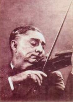 Grigoraș Dinicu (n. 3 aprilie 1889, București — d. 28 martie 1949, București) a fost un violonist virtuoz și compozitor român de origine romă, care s-a impus printr-o manieră deosebită de interpretare a vechilor piese muzicale din repertoriul lăutăresc, prin sobrietatea stilului său individual și prin tehnica instrumentală excepțională. Este cunoscut în toată lumea mai ales pentru compoziția sa din 1906, Hora staccato. Violonistul Jascha Heifetz afirma despre Dinicu că este cel mai bun violonist pe care l-a ascultat vreodată - foto: cersipamantromanesc.wordpress.com