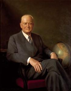 """Herbert Hoover, pe numele său complet Herbert Clark Hoover, (n. 10 august 1874 - d. 20 octombrie 1964), cel de-al treizeci și unulea președinte al Statelor Unite ale Americii (1929 - 1933) a fost inginer minier, umanitarist și administrator plin de succes. Hoover este unul dintre cei care a fost un exemplu al """"Mişcării pentru eficienţă"""", parte a """"Erei progresului"""", argumentând că soluțiile inginerești eficiente vor fi soluțiile tuturor problemelor economice și sociale. Poziția și perspectiva sa au fost zdruncinate de marea criză economică, care a început în timpul președinției sale - foto: ro.wikipedia.org"""