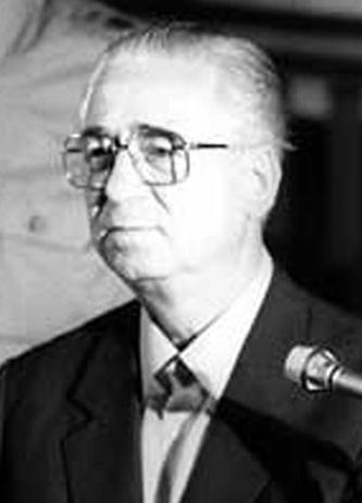 Iulian Vlad (n. 23 februarie 1931, Gogoșița) este un general român, Ministru Secretar de Stat la Ministerul de Interne și șef al Departamentului Securității Statului înainte de evenimentele din 1989. A fost membru al Partidului Comunist Român din anul 1946. În timpul evenimentelor din decembrie 1989, împreună cu generalul Ștefan Gușă, șeful Marelui Stat Major, Iulian Vlad (potrivit istoricului Alex Mihai Stoenescu) a reușit să prevină războiul civil spre care se îndrepta România în acele momente. În data de 31 decembrie al aceluiași an a fost arestat și condamnat la 25 ani de închisoare, ca urmare a implicării sale în represiunea care a avut loc la Timișoara și la București, înaintea căderii regimului Ceaușescu. Nu a executat însă din sentință decât 4 ani, la închisoarea de la Jilava. Pe timpul executării pedepsei nu a cerut și nu a beneficiat de niciun act de clemență. În 31 decembrie 1993 a fost eliberat din închisoare printr-o hotărâre judecătorească - foto: ro.wikipedia.org