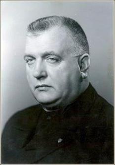 Monseniorul Jozef Tiso Th. D. (n. 13 octombrie 1887 – d. 18 aprilie 1947) a fost un politician slovac al Partidului Popular Slovac și preot romano-catolic. A ajuns membru în parlamentul Cehoslovaciei, apoi în guvernul cehoslovac și, în final, președinte al Primei Republici Slovace (care a existat în perioada 1939 - 1945). La sfârșitul celui de-al Doilea Război Mondial, Tiso a fost judecat de autoritățile cehoslovace, condamnat la moarte și executat prin spânzurare - in imagine, Jozef Tiso (1936) - foto: ro.wikipedia.org