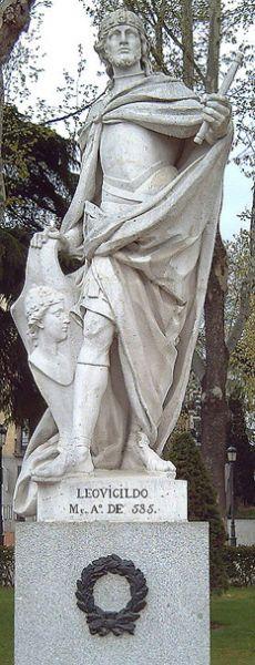 Liuvigild, Leuvigild, Leovigild (Gothic: Liubagilds), or Leovigildo (Spanish and Portuguese), (c. 519 – 21 April 586) was a Visigothic King of Hispania and Septimania from 568 to April 21, 586 - Statue of Liuvigild in Madrid (Felipe del Corral), 1750-53 - foto: en.wikipedia.org
