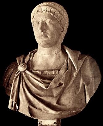 Marcus Salvius Otho (25 aprilie 32 - 16 aprilie 69) a fost împărat roman din 15 ianuarie până în 16 aprilie 69; a fost al doilea împărat al Anului celor patru împărați. Inițial a fost unul dintre prietenii lui Nero; după ce, soția sa, Sabina Poppaea, a devenit concubina împăratului, este îndepărtat de acesta din Roma și trimis ca guvernator în Lusitania (58-68). În ianuarie 68 se raliază cu Galba, pe care îl însoțeste în capitală. Dezamăgit de alegerea de către Galba a lui L. Calpurnius Piso Frugi Licinianius drept caesar și coregent, rang vizat de el însuși, Otho profită de nemulțumirea provocată în rândul pretorienilor de refuzul donativului, instigându-i pe aceștia împotriva împăratului. După asasinarea împăratului Galba și a lui Piso în for, la 15 ianuarie 69, Otho este proclamat împărat de către garda pretoriană, apoi confirmat de Senat. Este aclamat de legiunile dunărene și de cele din Orient, în schimb Germania, Gallia, Hispania și Britannia îl recunosc pe Aulus Vitellius, guvernatorul Germaniei Inferior, proclamat de trupele de aici încă de la 1 ianuarie 69. Scurta lui guvernare se înscrie pe linia ideologiei principatului lui Nero. Trupele trimise de Vitellius împotriva sa traversează la începutul primăverii Alpii, pătrunzând în nordul Italiei. La 14 aprilie 69 are loc la Bedriacum, la nord de Pad, bătălia decisivă dintre armatele lui Otho și cele ale lui Vitellius. Înfrânt, Otho se sinucide, două zile mai târziu, în tabăra sa de la Brixellum - foto: ro.wikipedia.org