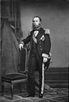 Maximilian I al Mexicului (6 iulie 1832 – 19 iunie 1867; născut arhiducele Ferdinand Maximilian Joseph al Austriei) a fost membru al Casei Imperiale de Habsburg-Lorena. După o carieră distinsă în armata austriacă, a fost proclamat împărat al Mexicului la 10 aprilie 1864 în timpul celui dea-l doilea imperiu mexican, cu sprijinul lui Napoleon al III-lea al Franței și a unui grup de fruntași mexicani monarhiști. Mai multe guverne străine au refuzat să recunoască guvernul lui Maximilian. Statele Unite vedeau în alegerea unui prinț european ca șef al unui stat american ca o încălcare a doctrinei Monroe; ele nu au recunoscut pe Maximilian. Aceasta a contribuit la asigurarea succesului forțele liberale conduse de Benito Juárez, iar Maximilian a fost executat după capturarea acestuia de către liberali în 1867. În Mexic, el și cu soția sa sunt cunoscuți ca Maximiliano și Carlota - in imagine, Portret al lui Maximilian I al Mexicului, Castelul Chapultepec - foto: ro.wikipedia.org