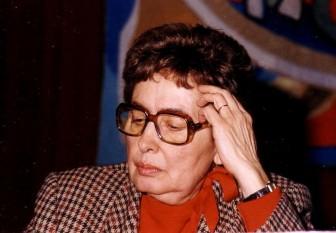 Monica Lovinescu (n. 19 noiembrie 1923, București – d. 20 aprilie 2008, Paris) a fost o intelectuală română care și-a dedicat viața și opera luptei împotriva totalitarismului comunist. Unica fiică a criticului literar Eugen Lovinescu și a profesoarei Ecaterina Bălăcioiu, Monica Lovinescu a fost la rândul ei critic literar, devenind o autoritate în materie de literatură română contemporană - foto: ro.wikipedia.org